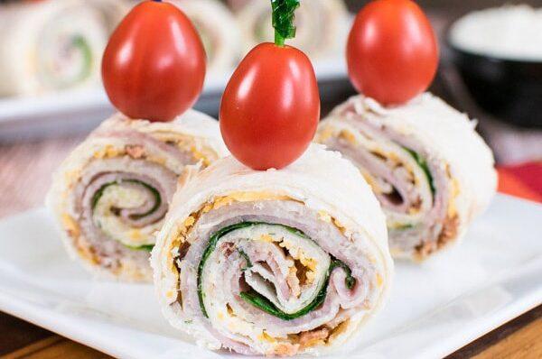 فینگرفود رولت کالباس مناسبترین غذا برای مهمانی
