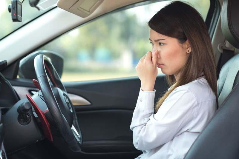 چگونه از شر بوی بد داخل خودرو خلاص شویم؟